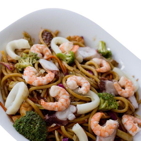 Yakisoba de Frutos do Mar | Delivery de Comida Japonesa Sushi Rão